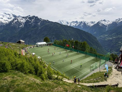 Camp de futbol als Alps