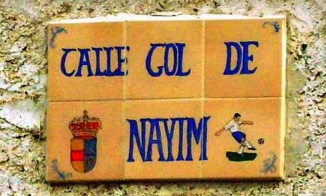 Placa del carrer Nayim a Trasmoz